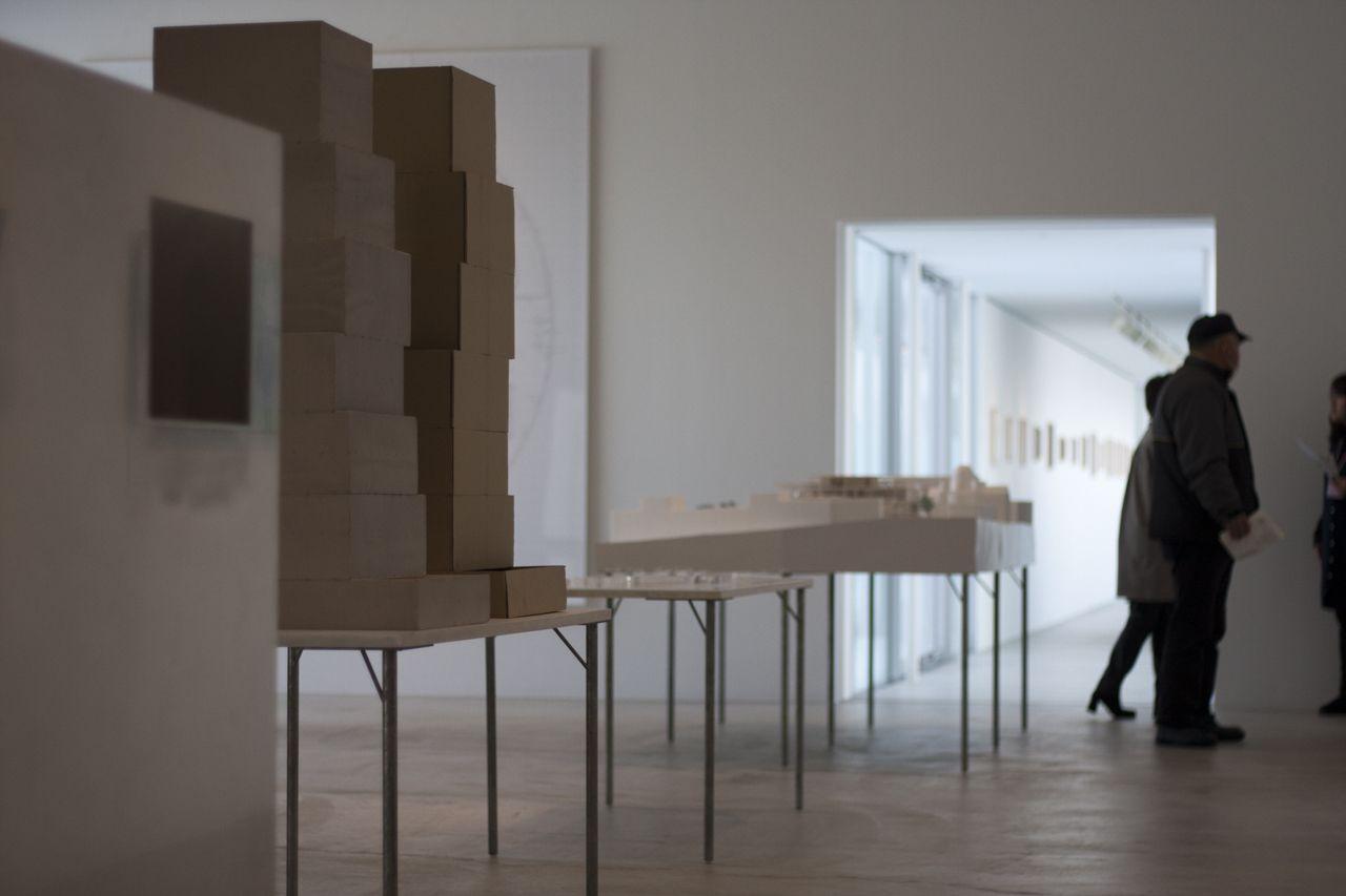 Sussurri in galleria Lungo corridoio, Galleria