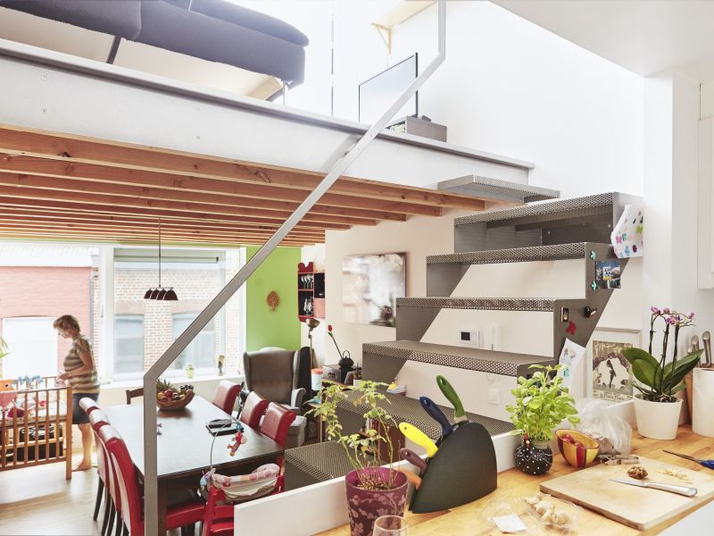 Renovatie modern interieur rijwoning eetkamer for Renovatie houten trap