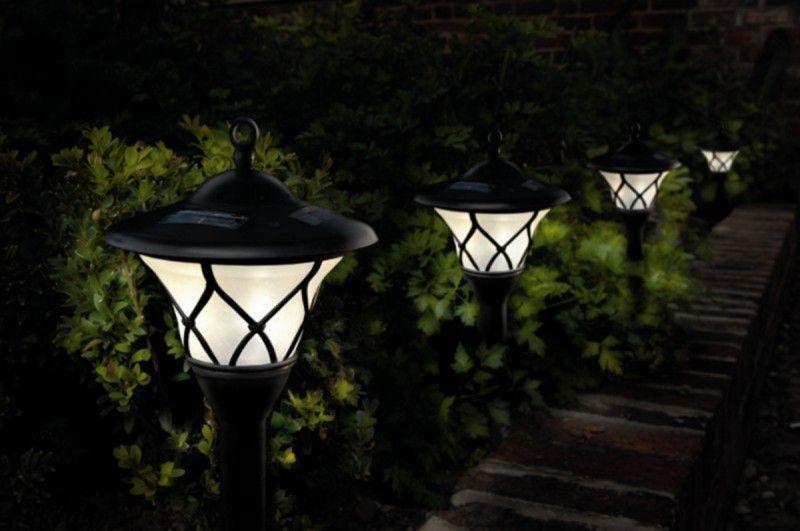 Galleria foto come illuminare il giardino con l energia solare