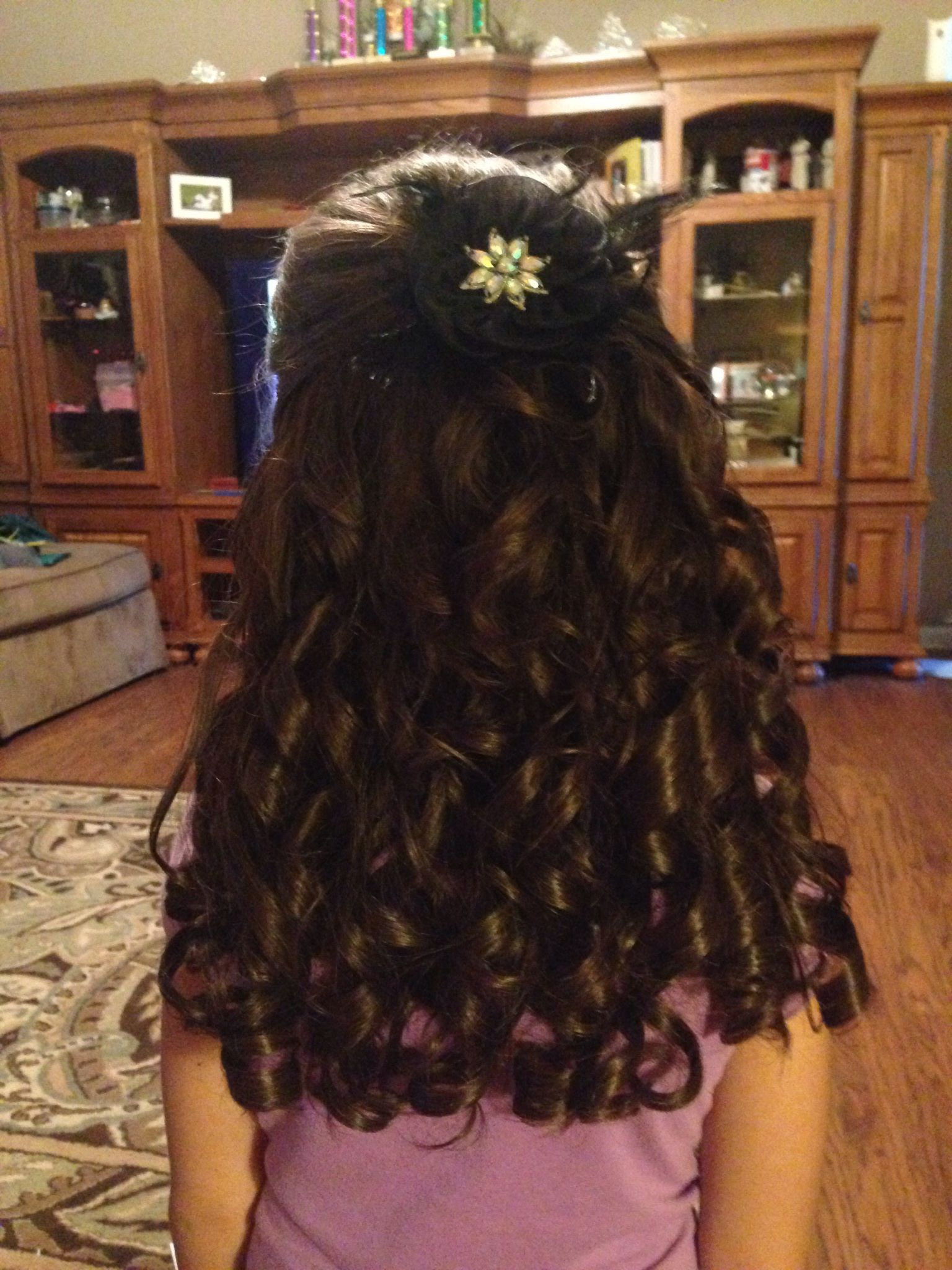 little girls pageant hair. lots of spiral curls. tease on