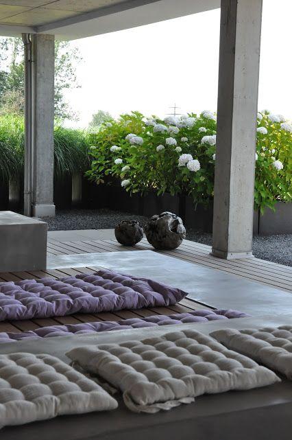 Best Terrasse mit Liege aus Holz und Sichtbeton garden garten gardendesign gartengestaltung
