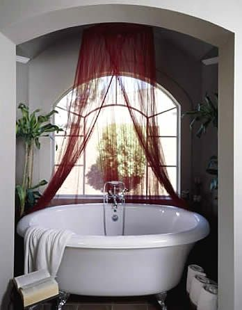 Round Clawfoot Tub Would Like In The Center Of The Bathroom