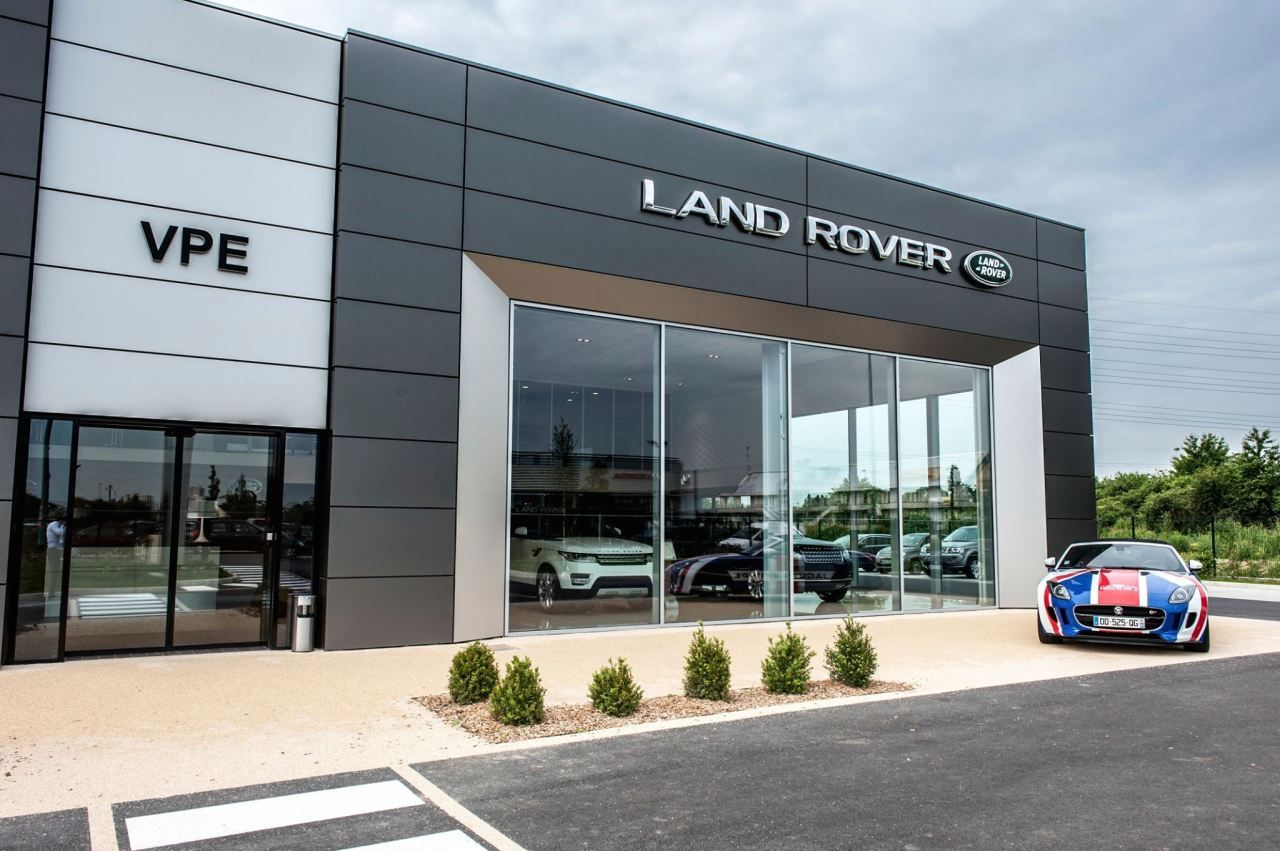 The new dealership of VPE Pontoise Jaguar Landrover In