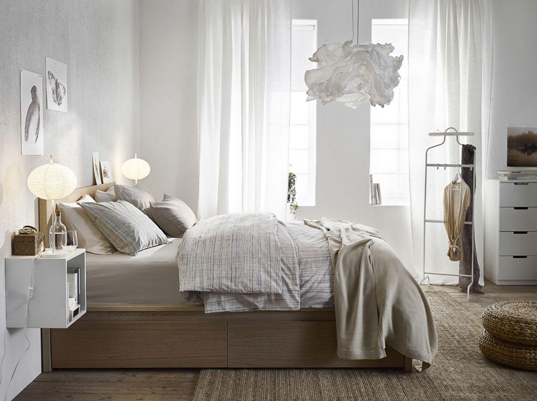 ein helles schlafzimmer mit malm bettgestell hoch mit 4 schubladen ... - Schlafzimmer Mit Malm Bett