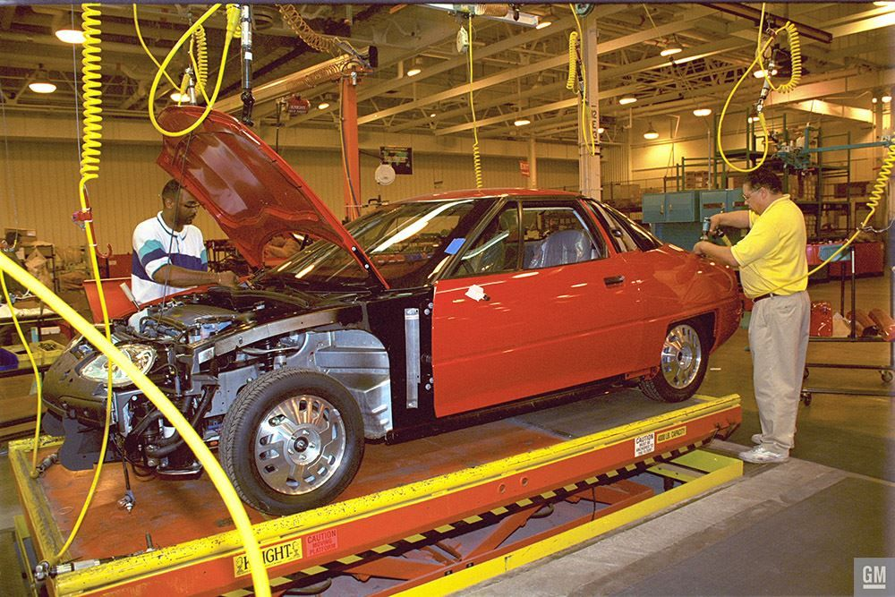 Gm S Lansing Craft Center Was The Assembly Plant For Gm S Ev 1 From 1996 Through 2002 Just Over 1 000 Production Ev 1s Were B Fuel Cell Assembly Line Assembly
