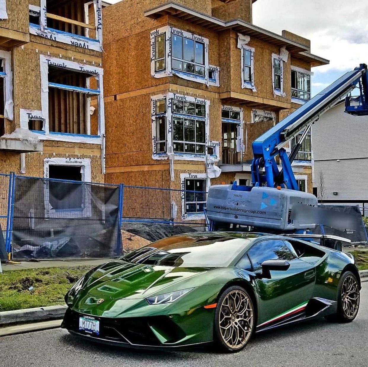Lamborghini Huracan Performante painted in Verde Ermes w/ Tricolore on