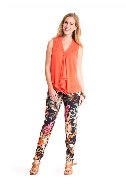 Stijvol safari. Een trendy broek met stijlvolle print is perfect voor deze lente. #missetam