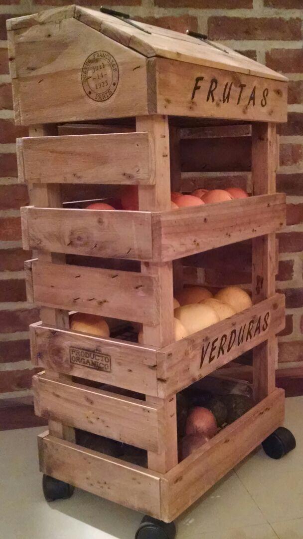 23 Mueble para verduras de madera
