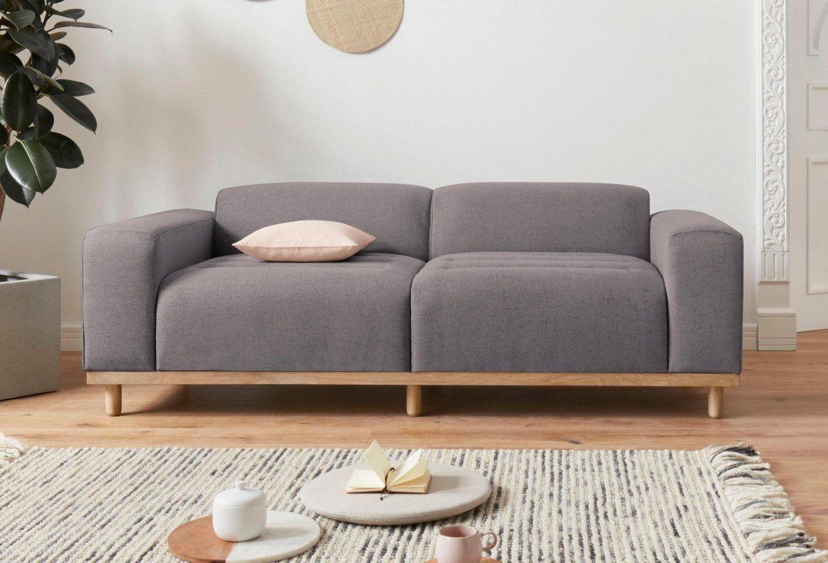 2 Sitzer Rump In Aussergewohnlichem Design Mit 2 Zierkissen Design By Morten Georgsen Zierkissen Sofa Und Design