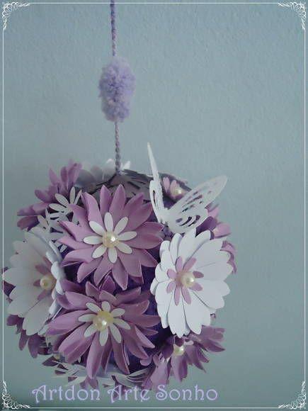 Bola decorada com flores e borboletas de papel scrap decor 5e21900f67e