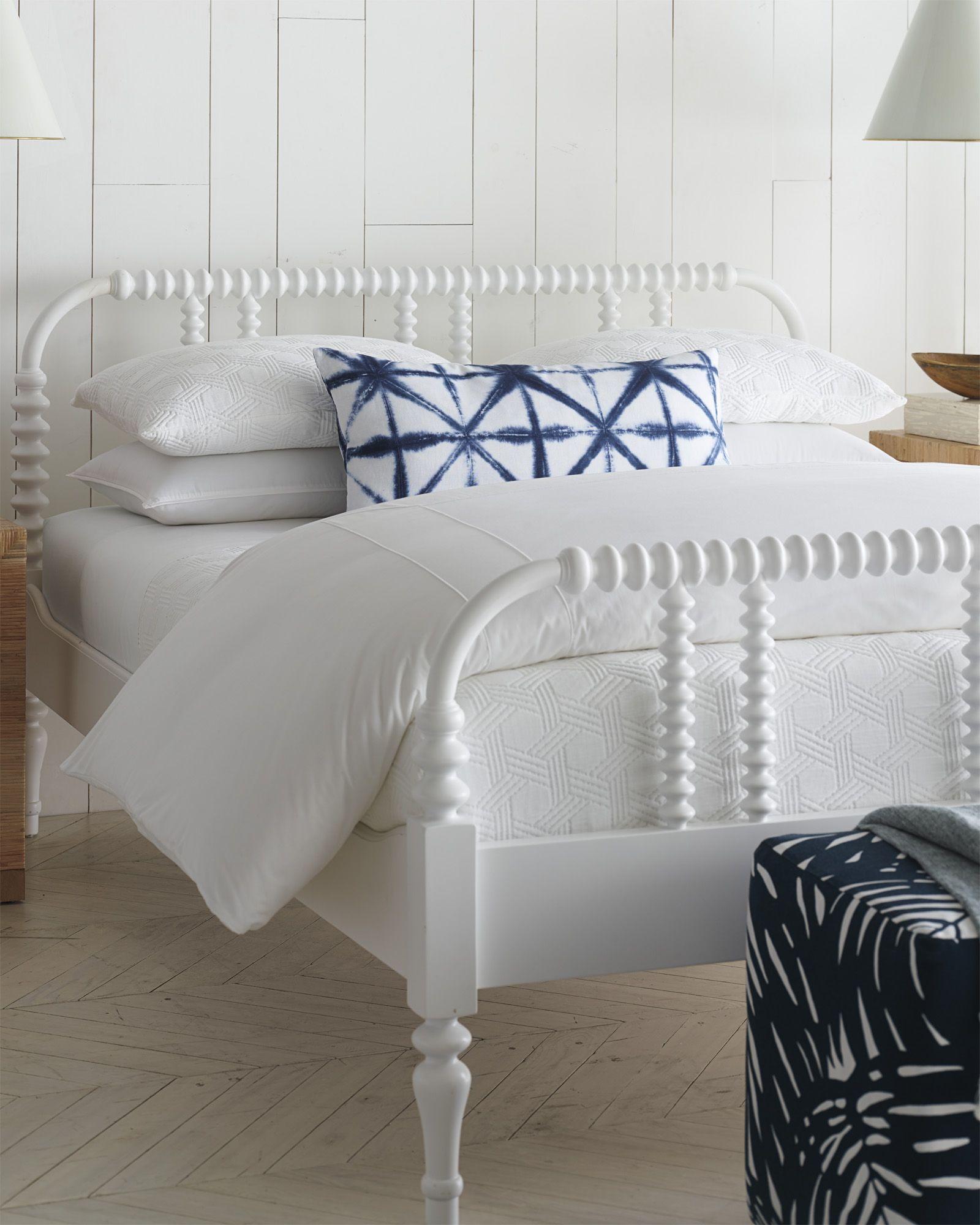 Cayman Matelassé Coverlet Q991T Matching bedding and