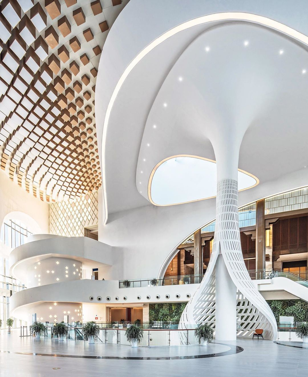 Ith Nearly 20 Conference Halls And The Ability To Accommodate 1 500 People The China Railwa Commercial And Office Architecture Hotel Lobby Design Lobby Design