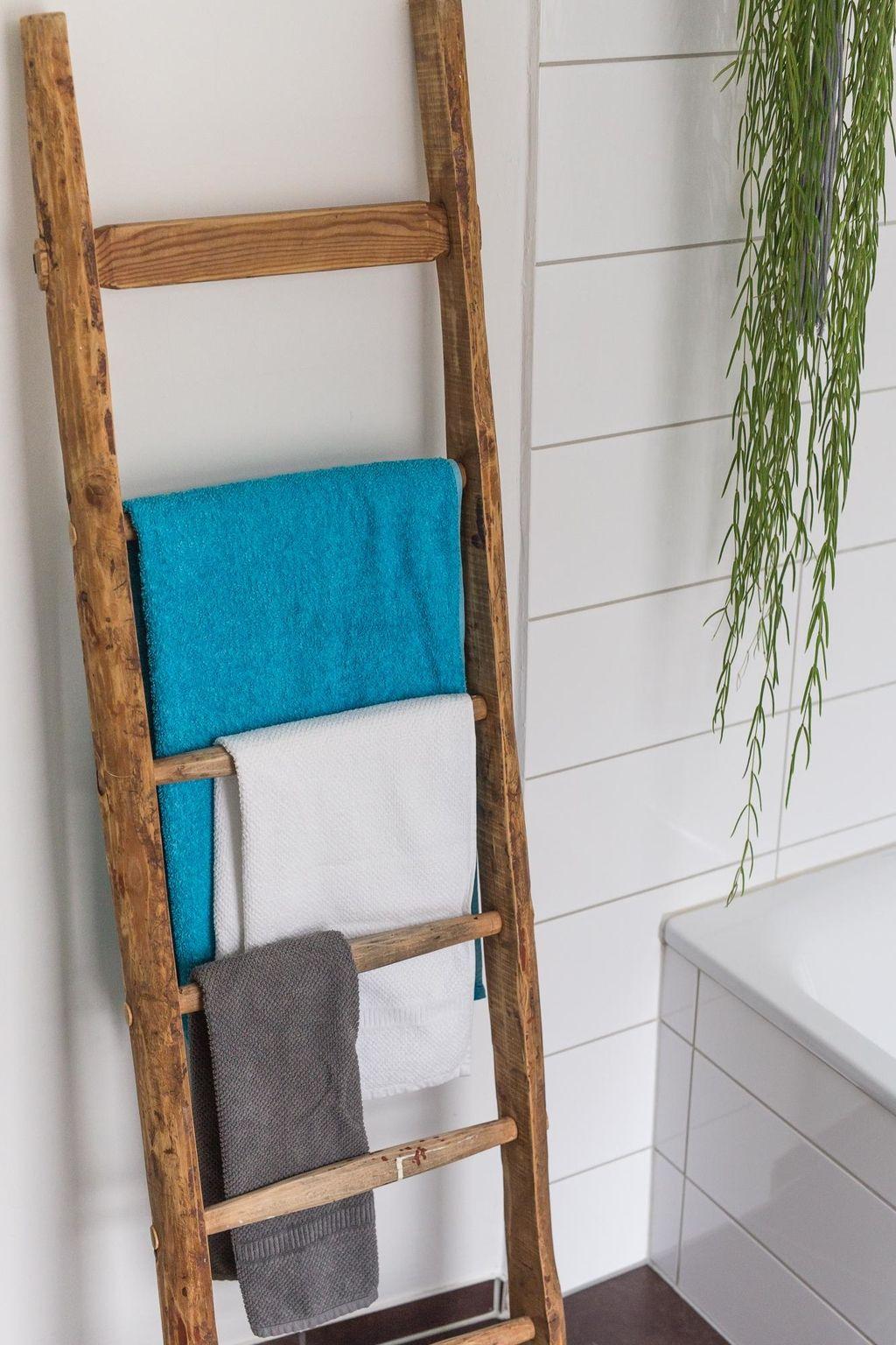 Dachbodenfund Eine alte Leiter wird zum handtuchha in