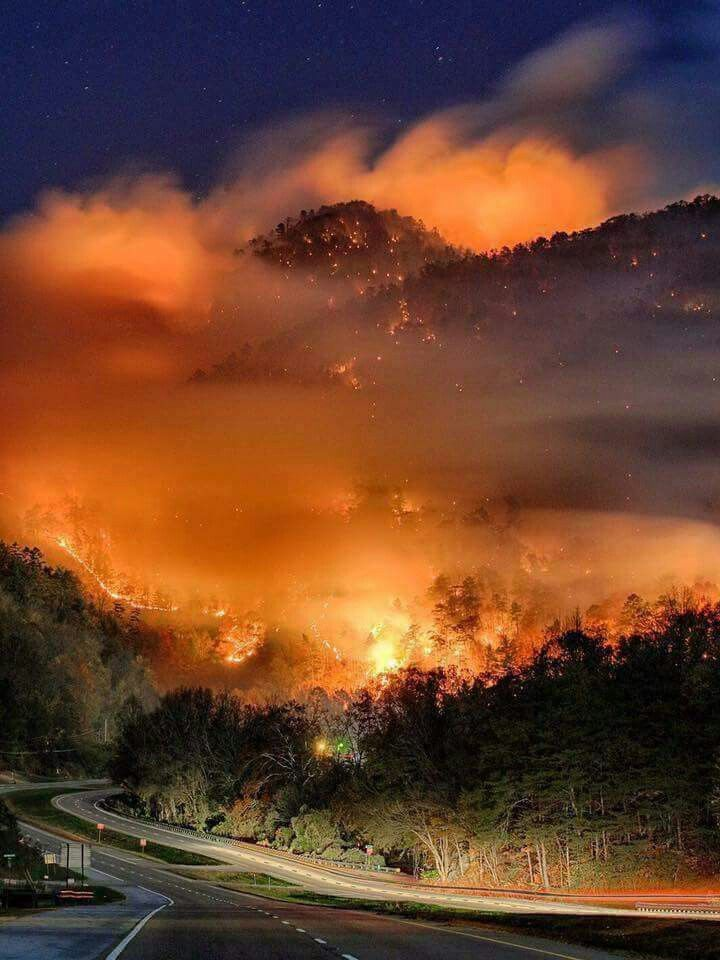 Early pic of the devastating wildfire in the Smoky Mountains. Unbelievable...... #smokiesstrong ❤ #prayforgatlinburg ❤ #prayforseviercounty ❤