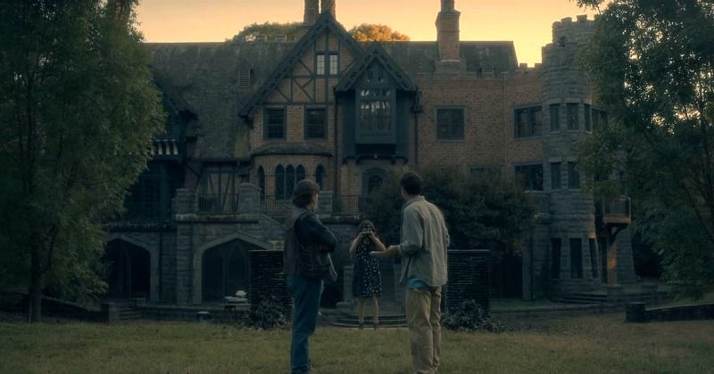 The Manor From The Haunting Of Hill House On Netflix Hooked On Houses House On A Hill Haunting Manor