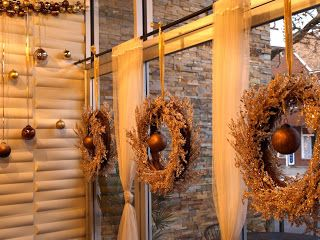 a. party style: christmas :: restaurant decorations | Restaurant ...