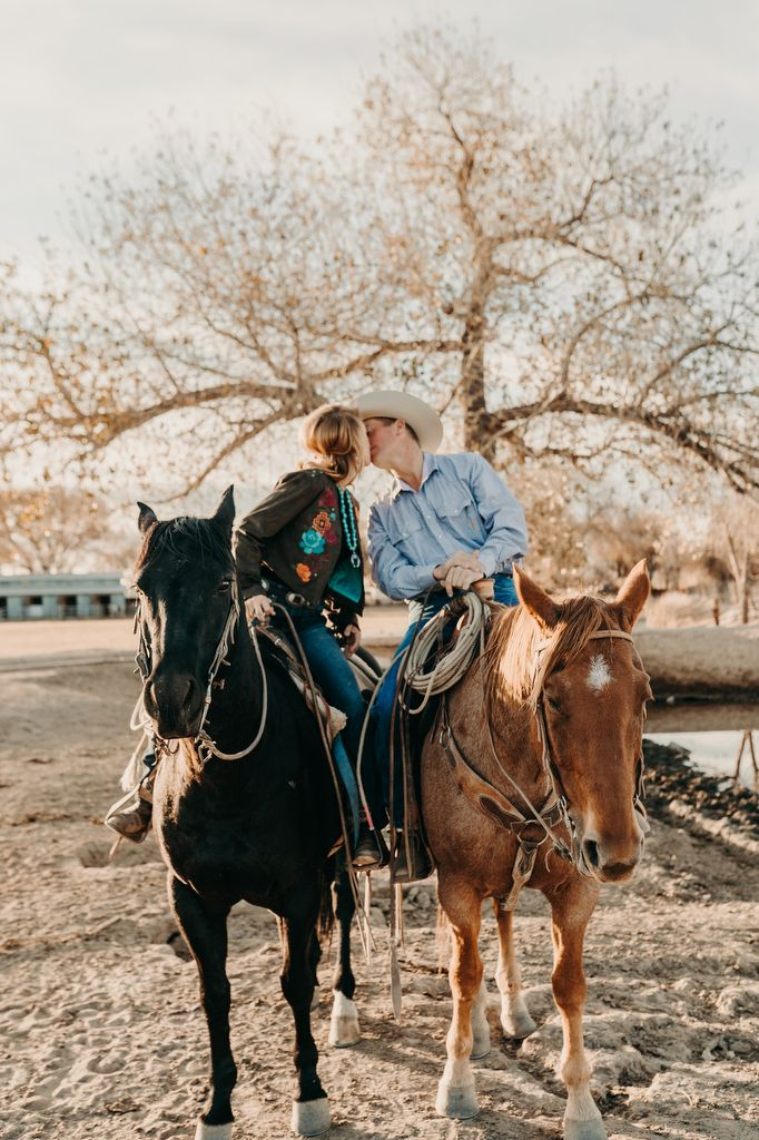 Couples Photo Shoot With Horses Country Relationship Goals Country Couple Pictures Cute Country Couples