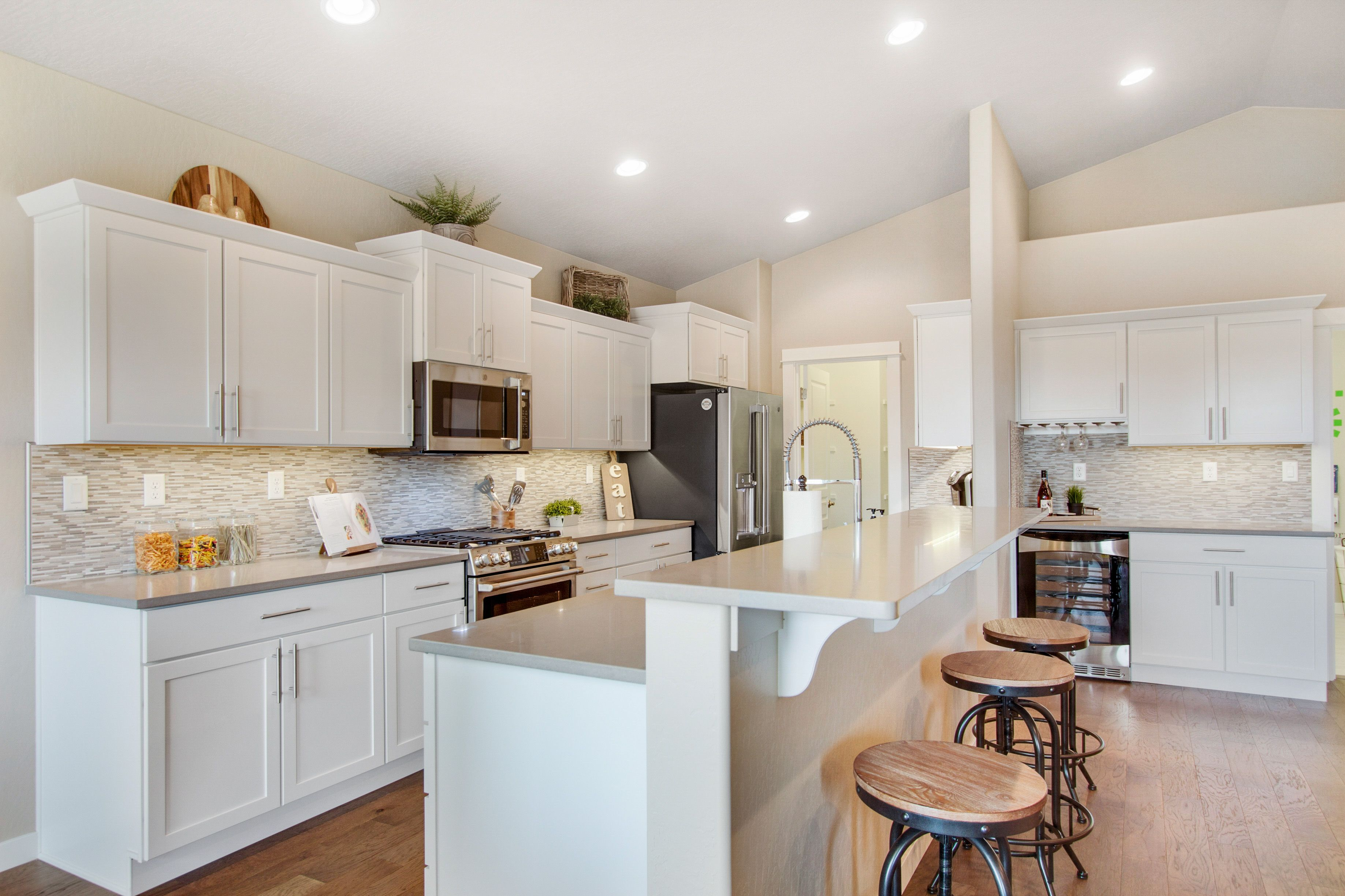 White Cabinets Are Hot Right Now This Kitchen Is Open Light And Fresh We Hope It Will Inspire You Find Hayden Homes New Home Builders New Home Communities