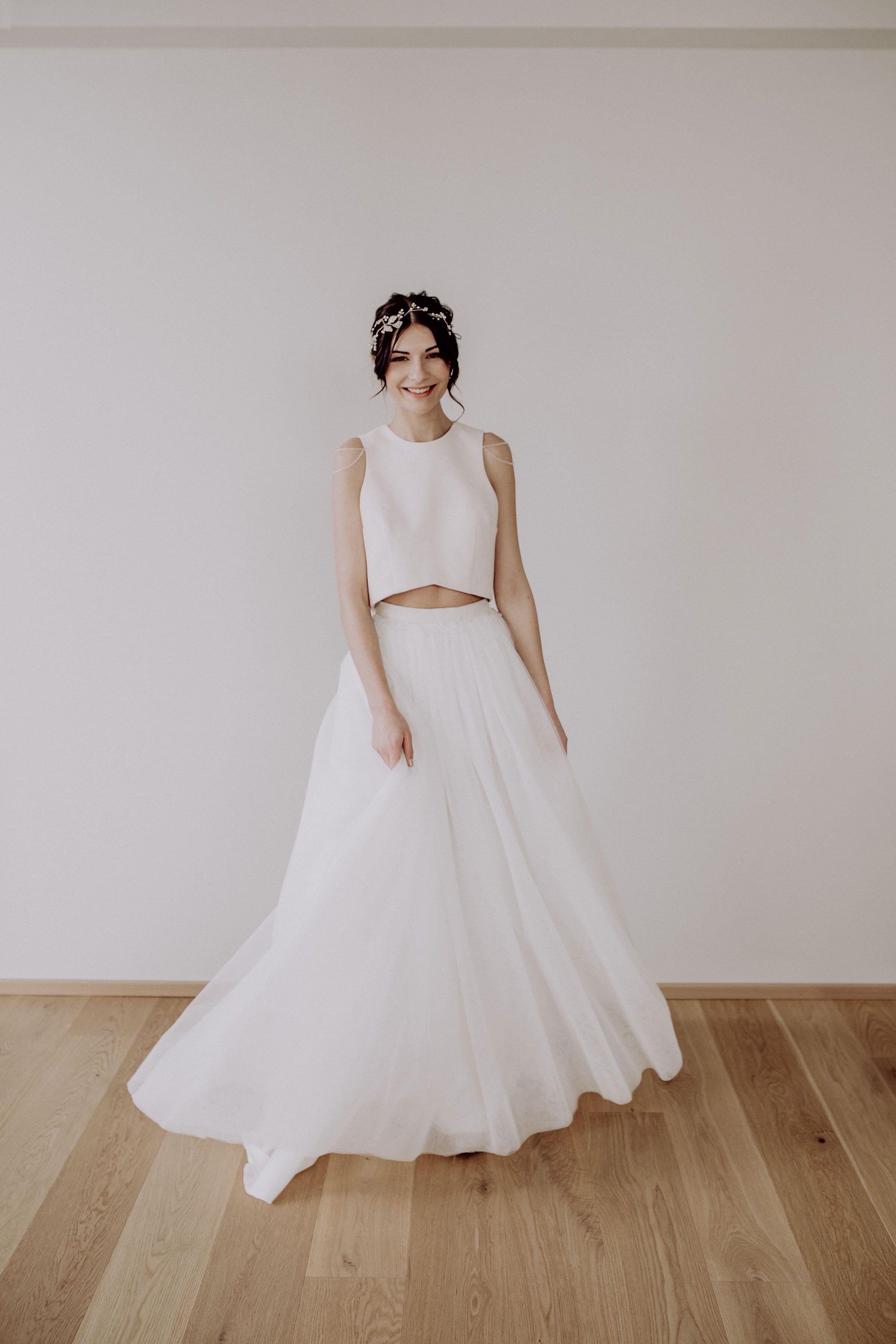 10-teiliges Brautkleid mit Tüllrock und Perlenstickereien, tulle