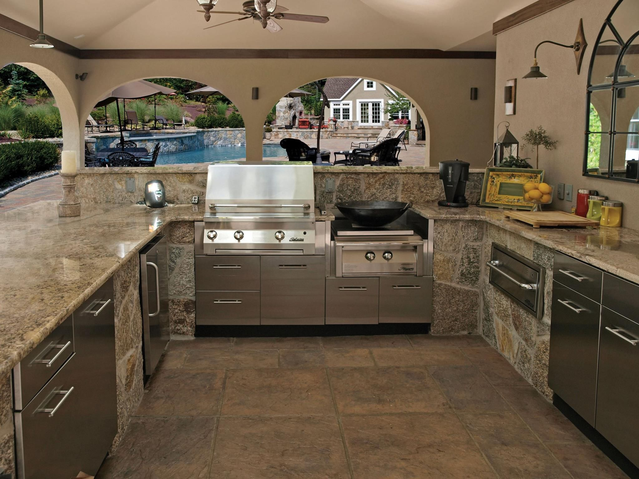 This Luxury Outdoor Kitchen By Danver Is Perfect For Inviting Guests Over For An Afternoon Outdoor Kitchen Cabinets Outdoor Kitchen Appliances Outdoor Kitchen