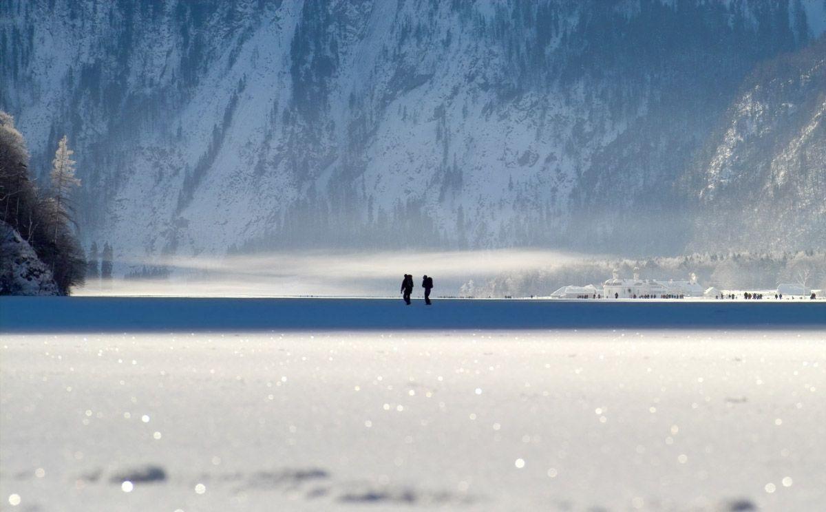 An insgesamt 29 Tagen war der Königssee in den Monaten Januar und Februar 2006 für Fußgänger freigegeben. Eine bis zu 40 cm dicke Eisschicht trug Spaziergänger, aber auch Langläufer und Skitourengeher bis Sankt Bartholomä und weiter.