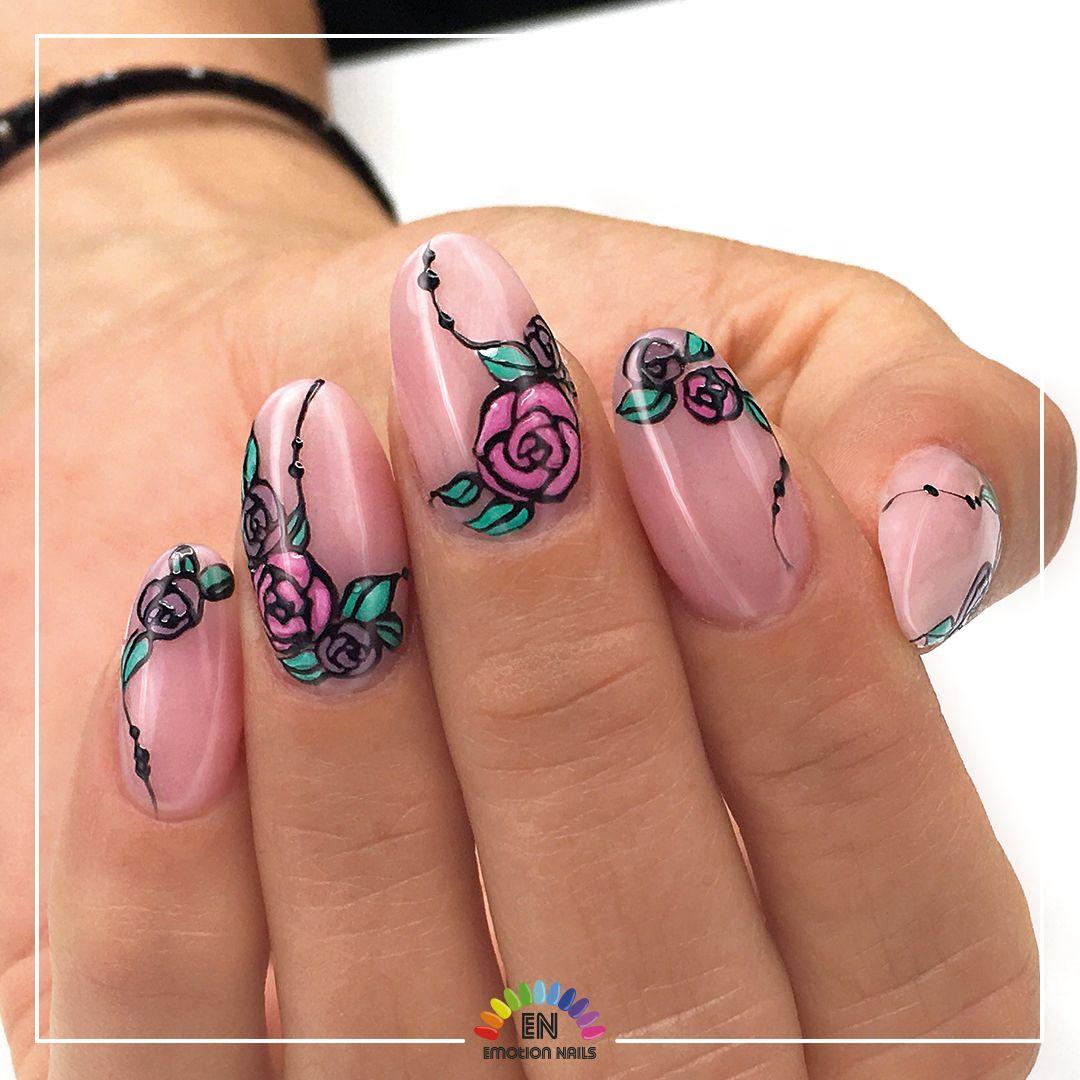 Un Fiore Per Ogni Occasione Roselline Stilizzate Che Danno Un Tocco Di Colore Ad Un Semplicissimo Allungamento Realizzato Con Il Ge Unghie Gel Nail Art Unghie