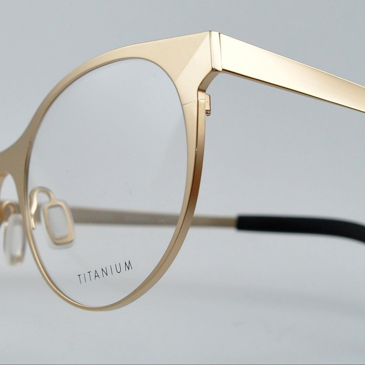 Simplicity in design crafted by hand in Japan. Discover our titanium ...