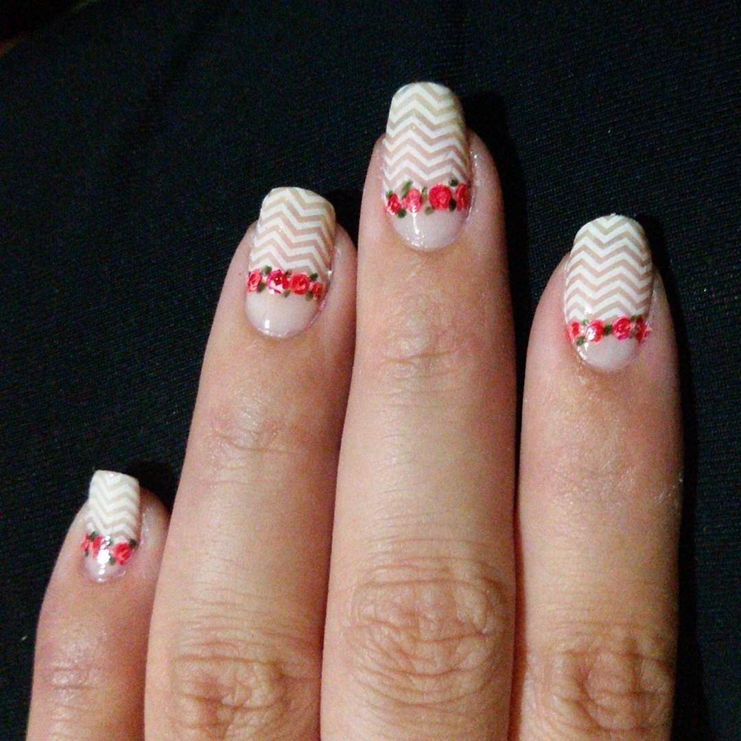 #nails #nailpolish #nailart #nailartwow #nailartaddict #nailswag #nailpolishaddict #nailporn #nailoftheday #nailofinstagram #instanails #flowernails #frenchnails #whitenails #uñas #decouñas #uñasdecoradas #flores #francesitas by constimayuli