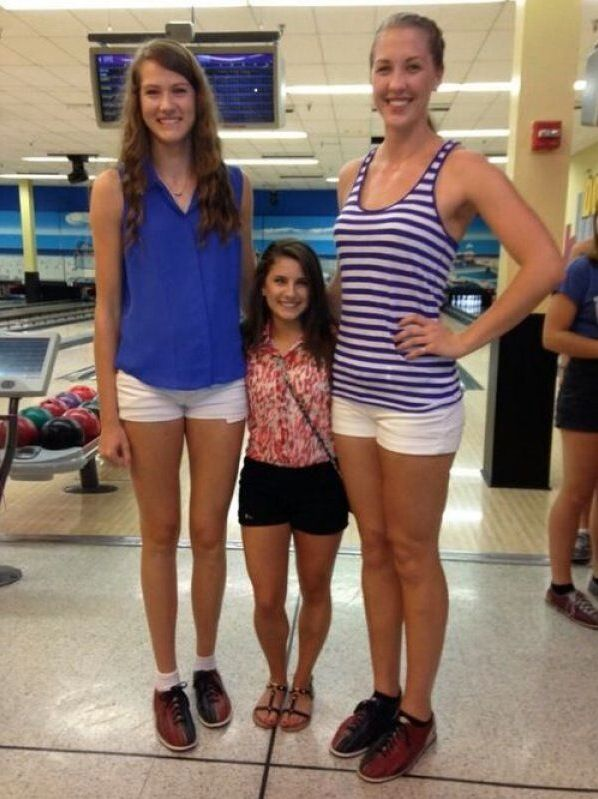 Giant Height Challenged Tallest Volleyball Players Next To Shortest Cheerleader Best Hilarious Jokes Funny Volleyball Humor Volleyball Players Tall Women
