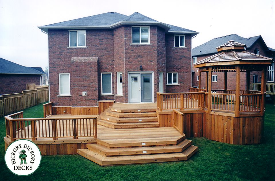 This All Cedar Bi Level Deck Measures 900 Square Ft In Size The Deck Patio Projects Deck Pictures