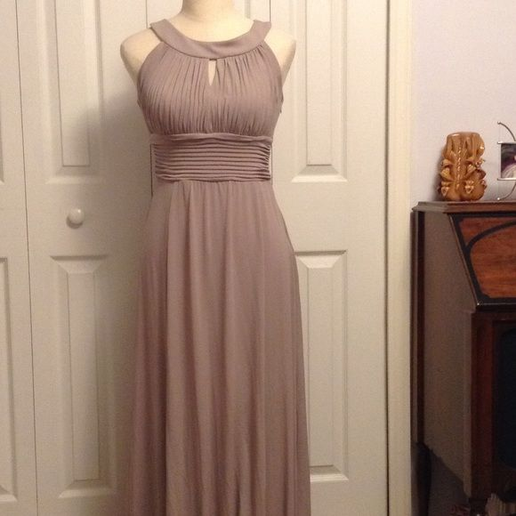 Beautiful long taupe dress by Sangria-sz 6 Long flowing grayish/taupe color dress; gorgeous & in excellent condition-sz 6(I think this runs a little small so listing as a 4) Sangria Dresses