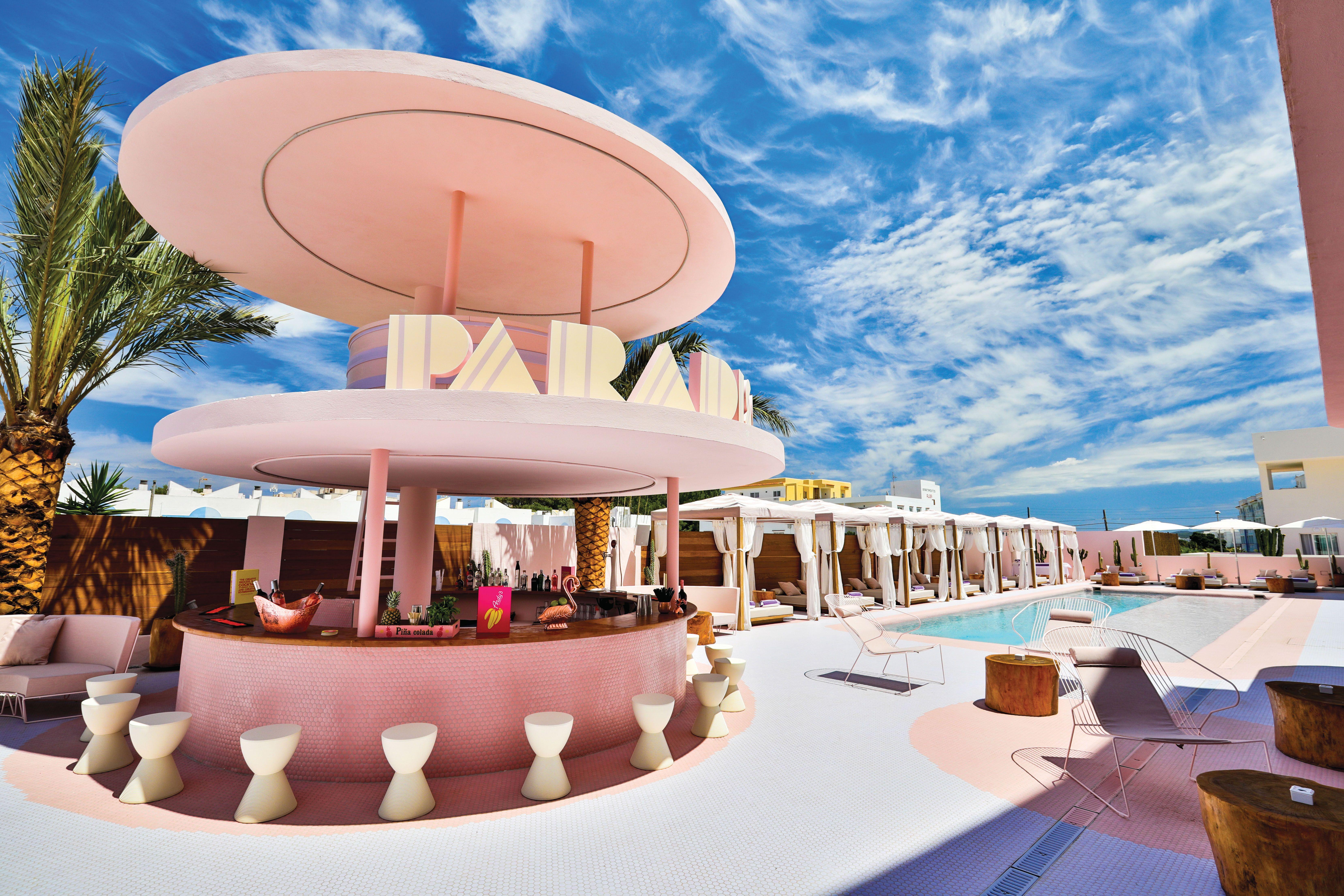 Vie Magazine September 2018 Hotel Ibiza Pool Bar San Antonio Bay