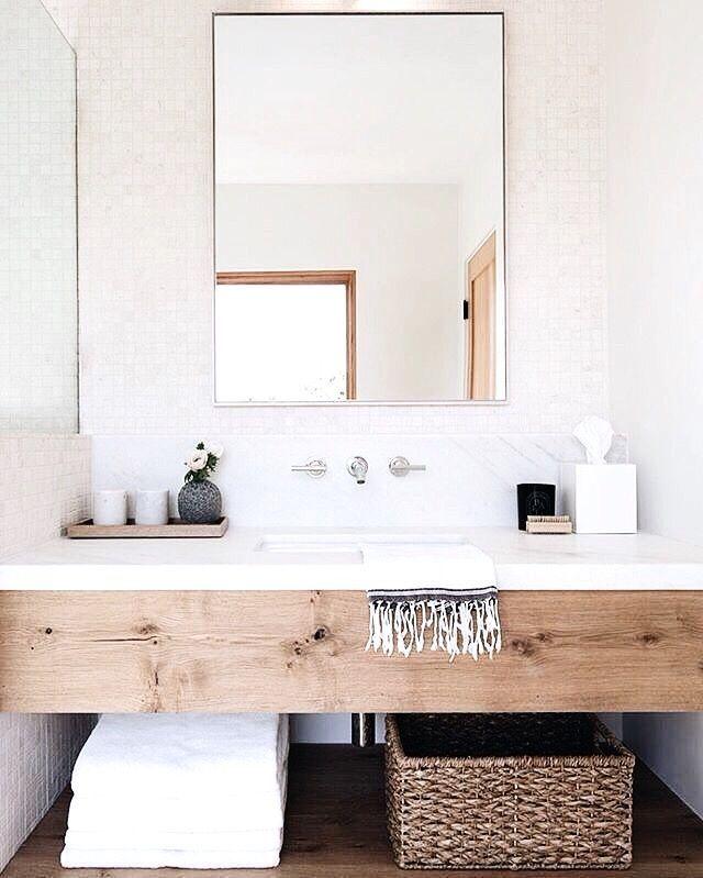 Modernes Schlichtes Badezimmer Mit Waschtisch Holz Regal Weiss