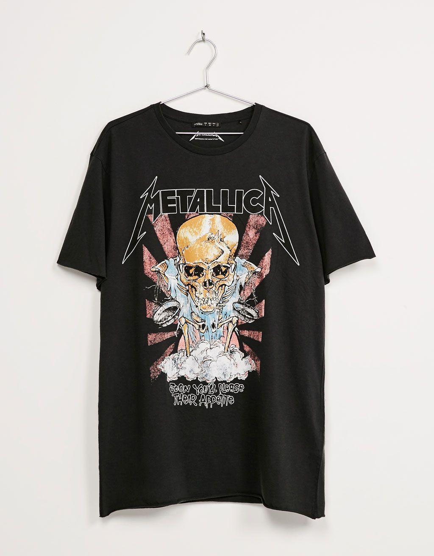 8e2bd326b79 T-shirt  Metallica . Descubra esta e muitas outras roupas na Bershka com  novos artigos cada semana