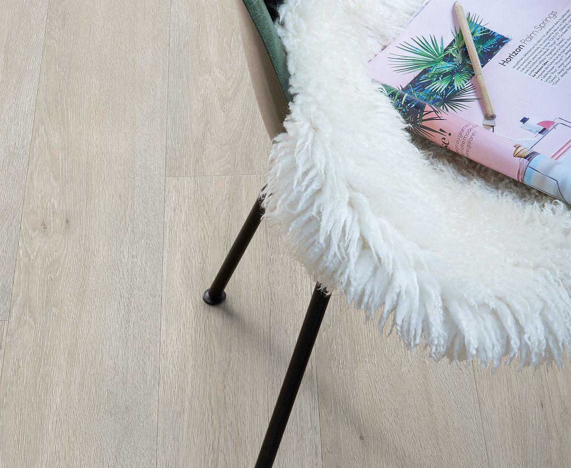 Vinyl vloer met houtlook door het zachte kleurenpallet geef je