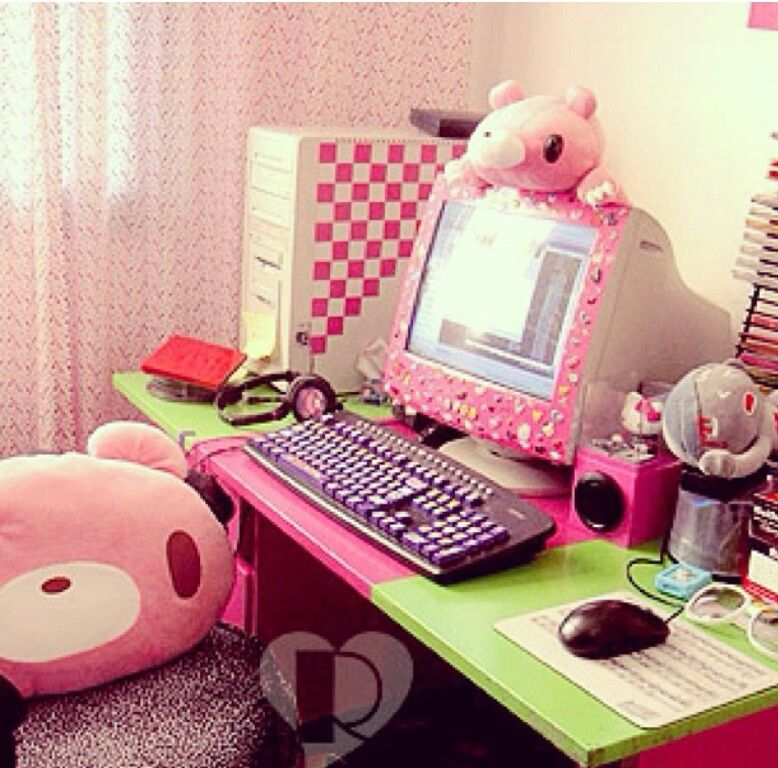 Pink girly old style computer set up cute home styles for Cute bedroom setups