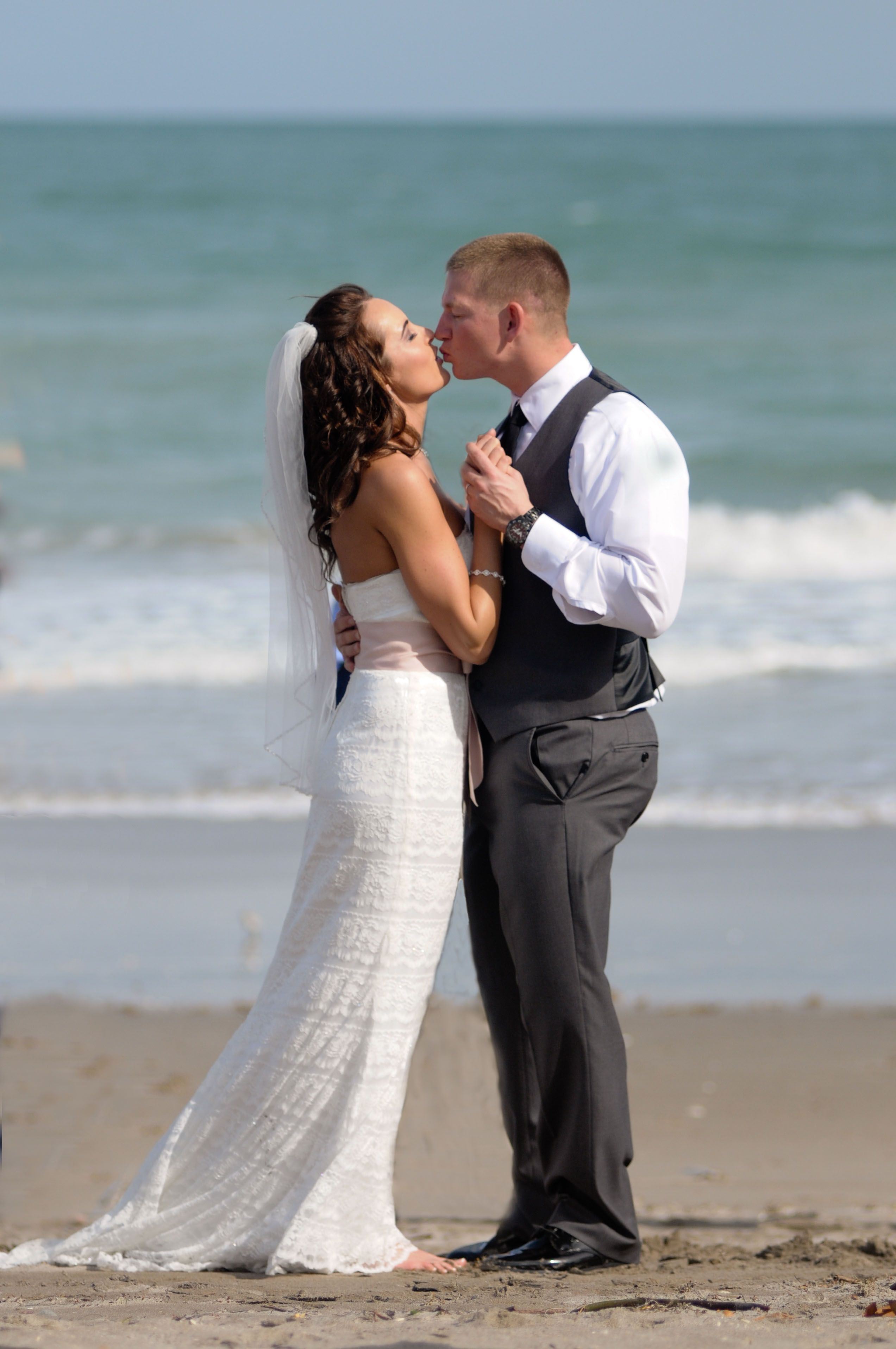 Kara And Bens Beautiful Jensen Beach Wedding This Lovely Couple Stayed At The Courtyard Hutchinson