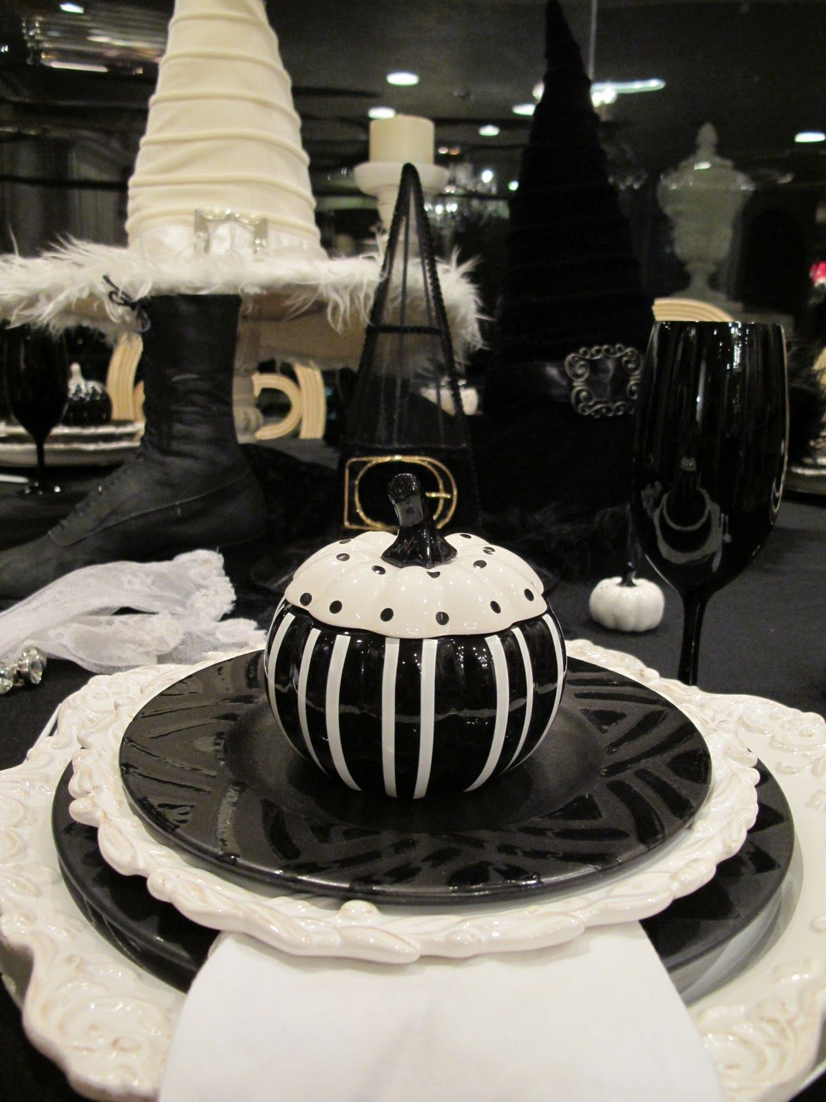Black and White Halloween... so cute!  6c092db29d74