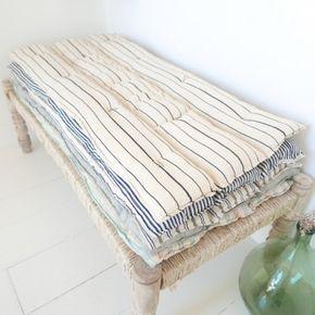 Sur matelas kapok tensira https dormir in a - Dormir sur un futon ...