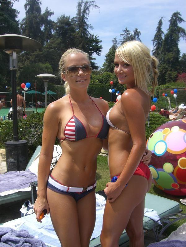 blond lesb licks puss gifs