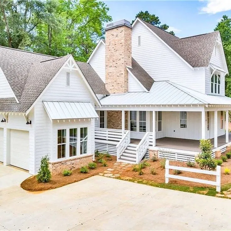 Inspiration For A Country Exterior Home Remodel In Atlanta In 2020 Farmhouse Exterior Modern Farmhouse Exterior House Exterior