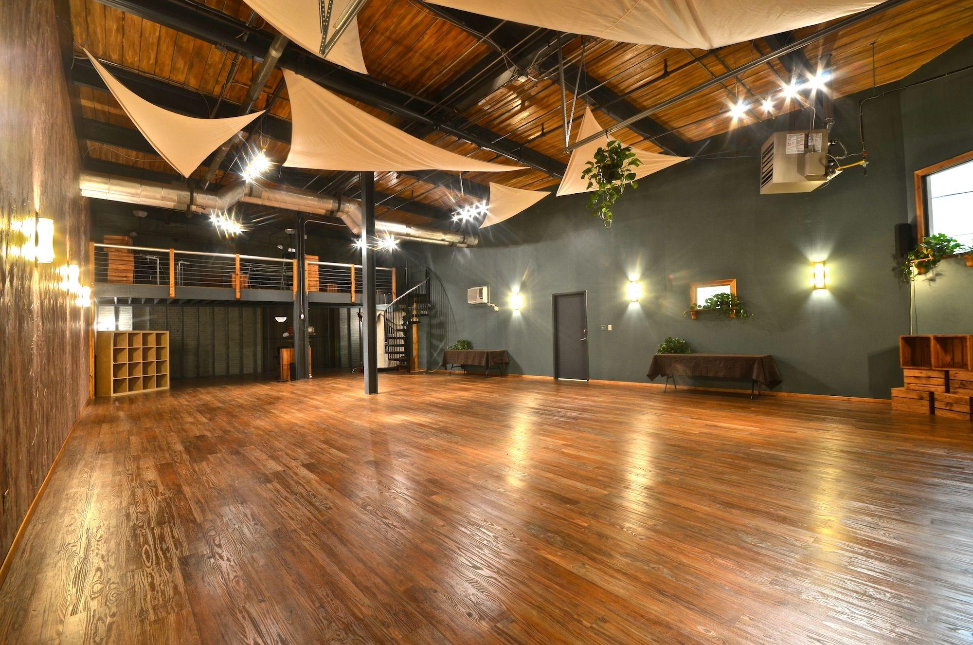 Studio-shot-from-door-empty1.jpg 2,000×1,325 pixels | Fitness Studio ...
