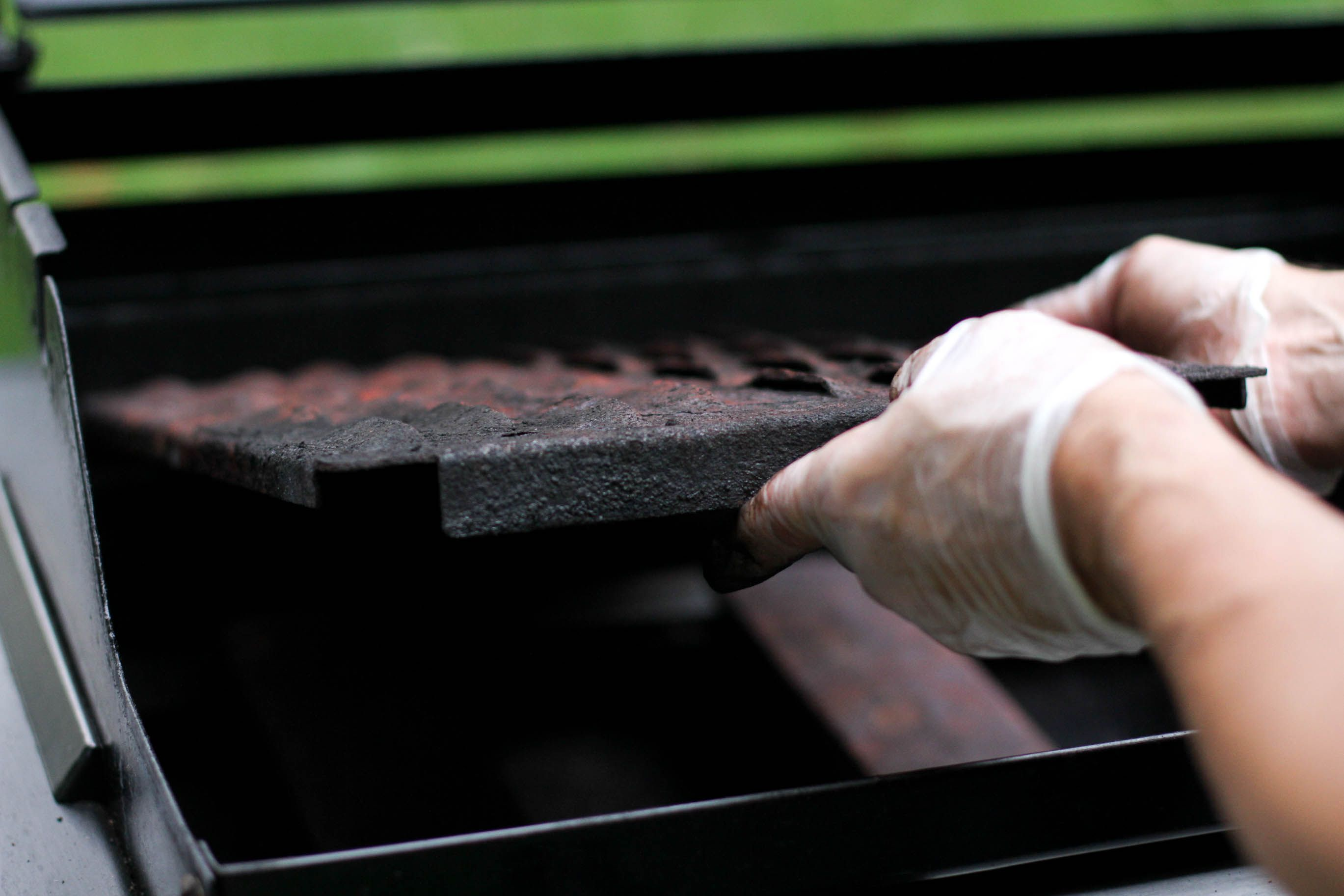 Clean an outdoor gas grill clean gas grill how to clean