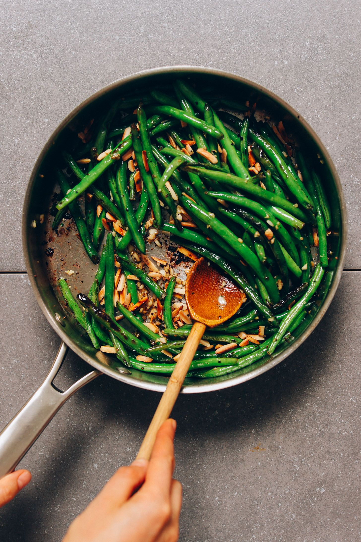 1pan garlicky green beans with slivered almonds recipe