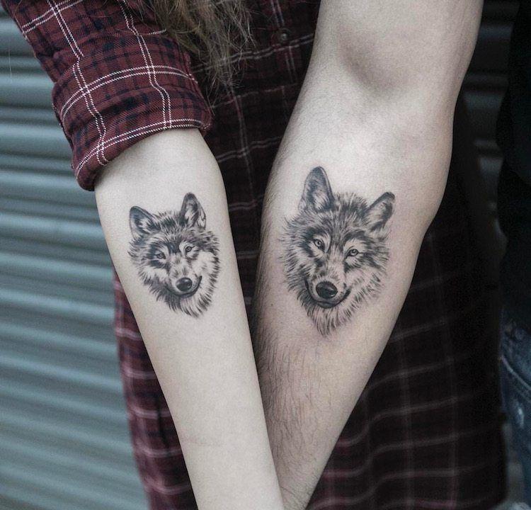 tatouage loup femme connotations et 40 id es sur les emplacements et les dessins tatou. Black Bedroom Furniture Sets. Home Design Ideas