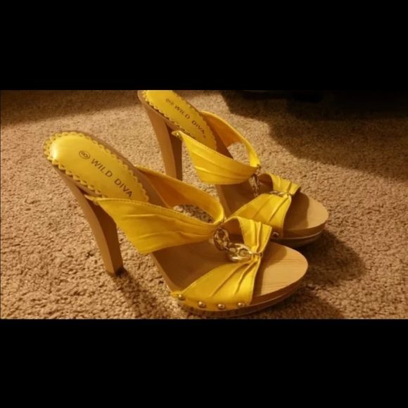 Wild diva yellow heel sz8 Never worn Shoes