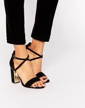 Sandales en suédine à talon carrés et laçages   Nasty Gal