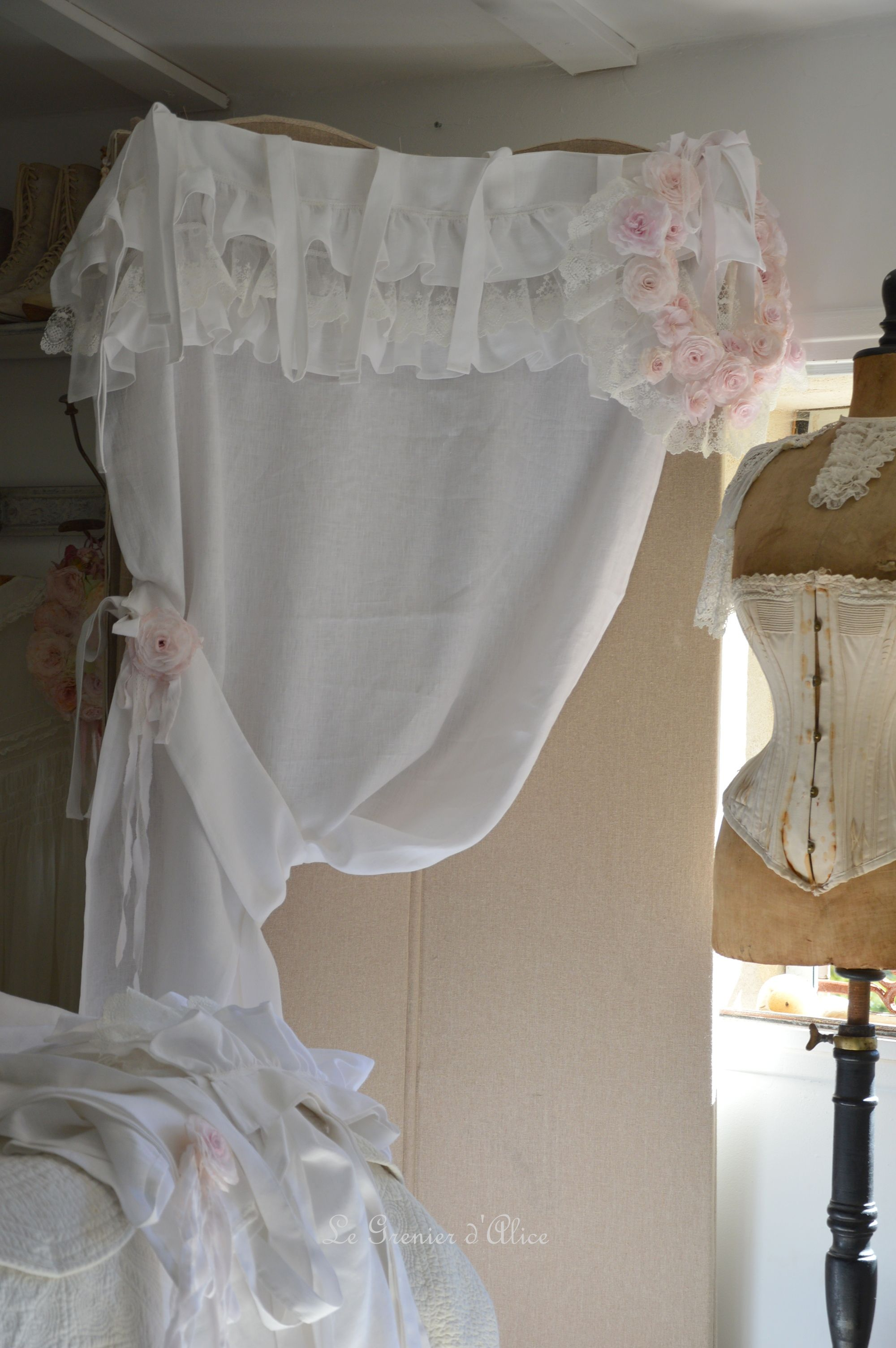rideau lin blanc shabby chic volant froufrou dentelle blanche romantique embrasse embrase. Black Bedroom Furniture Sets. Home Design Ideas