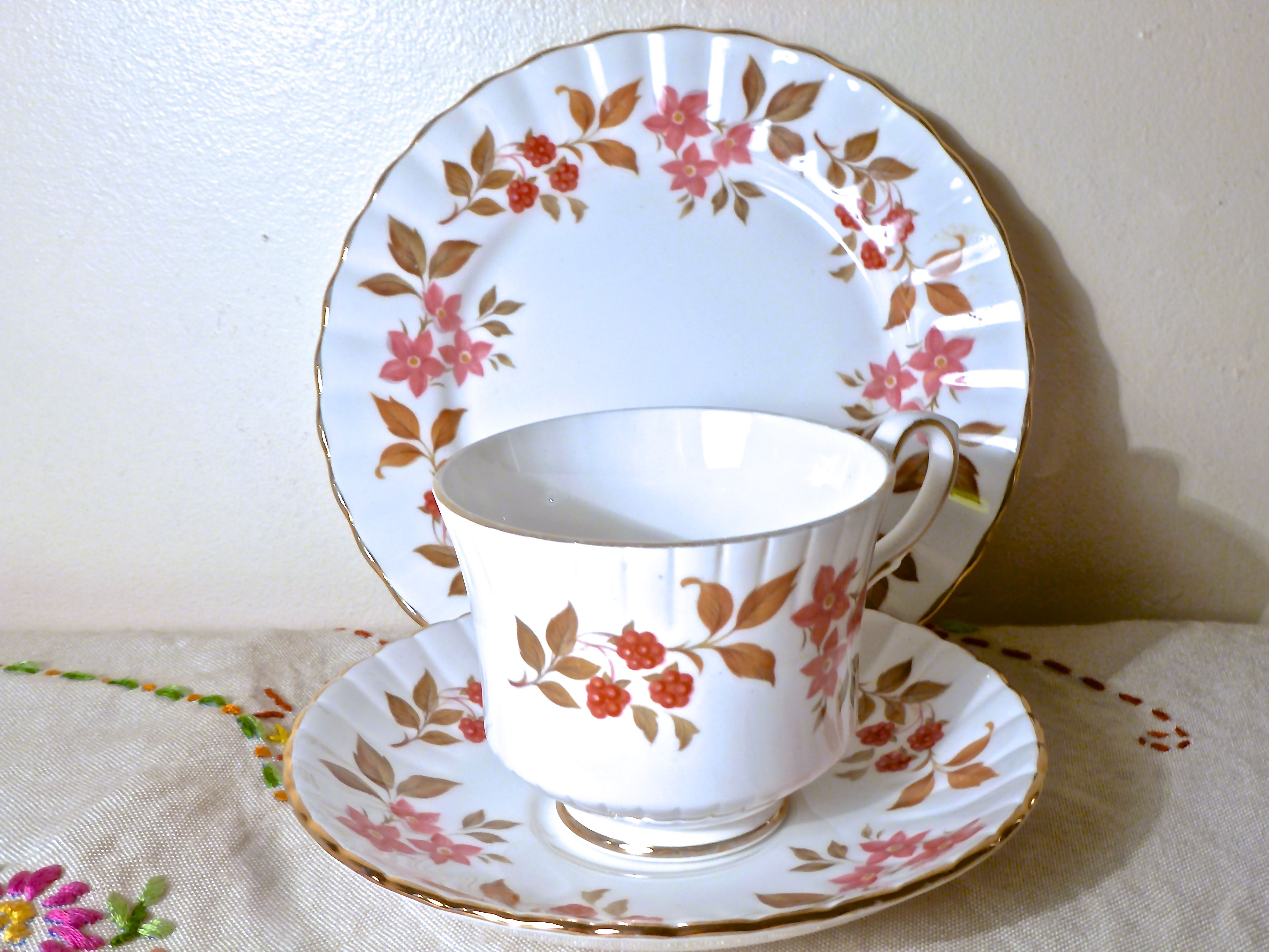 Royal Stafford Fragrance English Bone China Trio Tea Set 11 00 Https