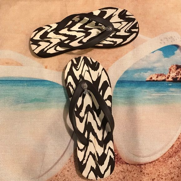 Tommy Bahama Pineapple Flip Flops Beach worthy flip flops from Tommy Bahama. Size 6. Fits true to size. Gently used about twice. Color brown. Inside of flip flop is brown and white. Pineapples are silver with black little jewels. Great for a casual day or beach! Very comfortable! NO TRADES. PRICE FIRM. Tommy Bahama Shoes Sandals
